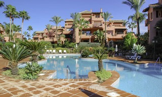 Attractive, spacious apartment in an exclusive beachfront complex for sale, between Marbella and Estepona 12322