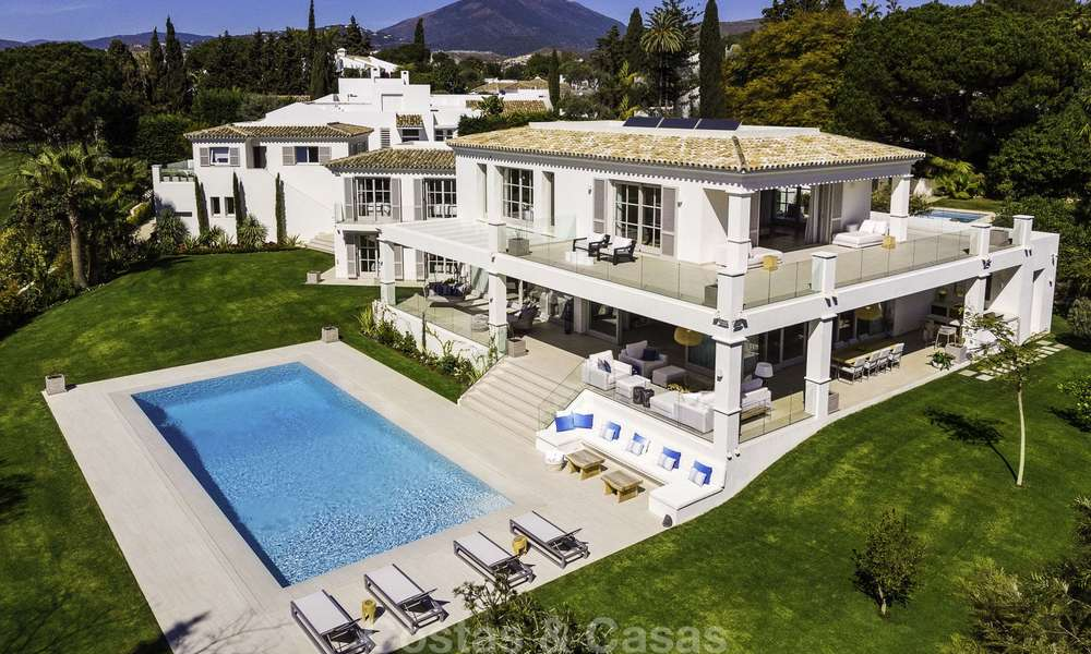 Prestigious luxury villa on an exceptional location for sale, frontline golf, sea views and ready to move in - Nueva Andalucia, Marbella 17118