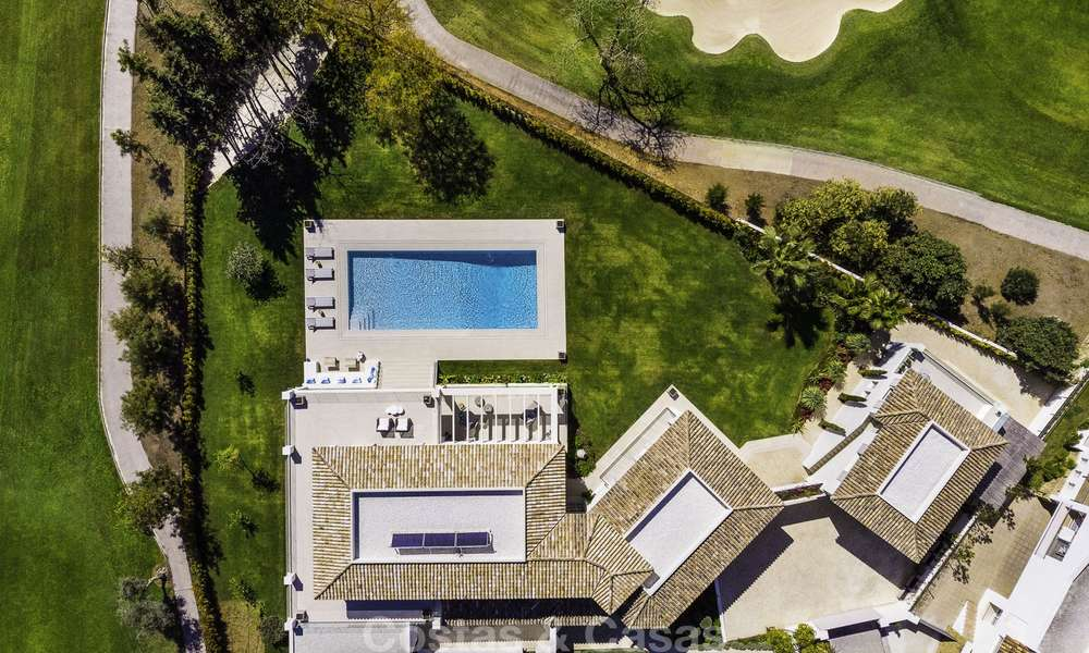 Prestigious luxury villa on an exceptional location for sale, frontline golf, sea views and ready to move in - Nueva Andalucia, Marbella 17121