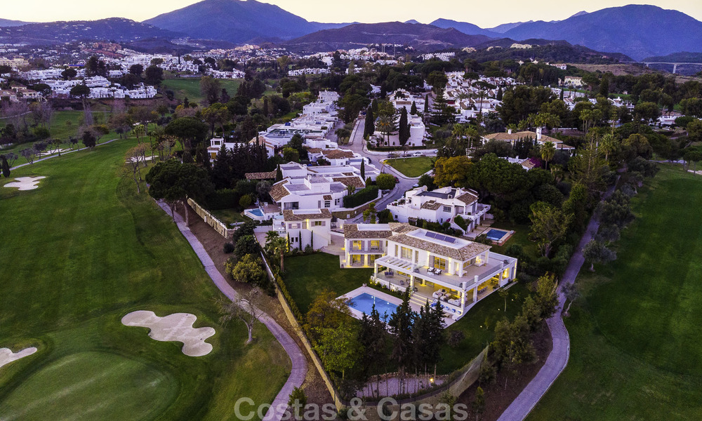 Prestigious luxury villa on an exceptional location for sale, frontline golf, sea views and ready to move in - Nueva Andalucia, Marbella 17133