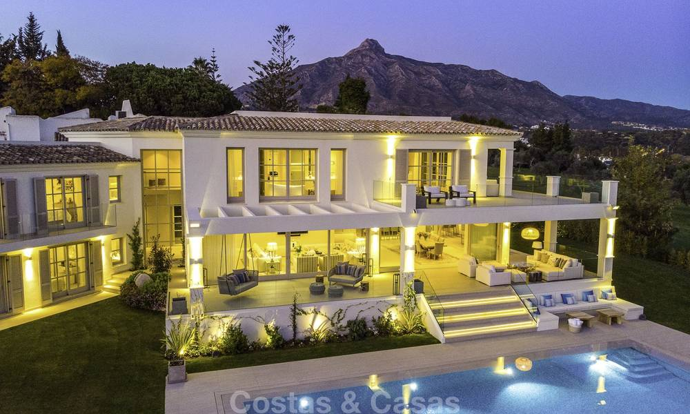 Prestigious luxury villa on an exceptional location for sale, frontline golf, sea views and ready to move in - Nueva Andalucia, Marbella 17136