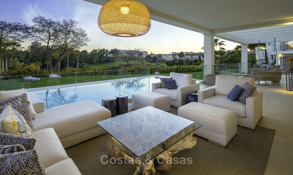 Prestigious luxury villa on an exceptional location for sale, frontline golf, sea views and ready to move in - Nueva Andalucia, Marbella 17138