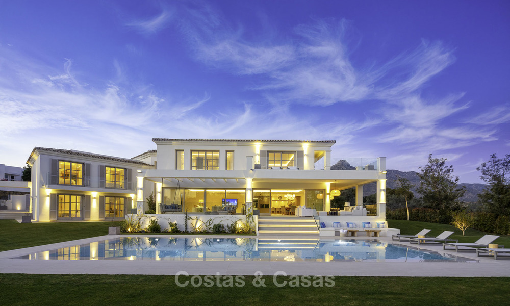 Prestigious luxury villa on an exceptional location for sale, frontline golf, sea views and ready to move in - Nueva Andalucia, Marbella 17141