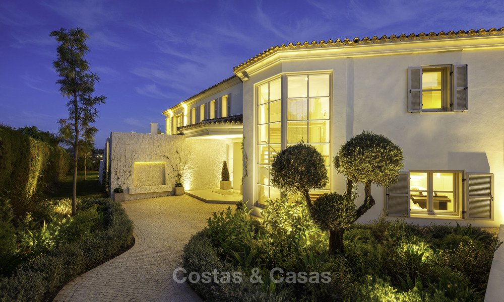 Prestigious luxury villa on an exceptional location for sale, frontline golf, sea views and ready to move in - Nueva Andalucia, Marbella 17144