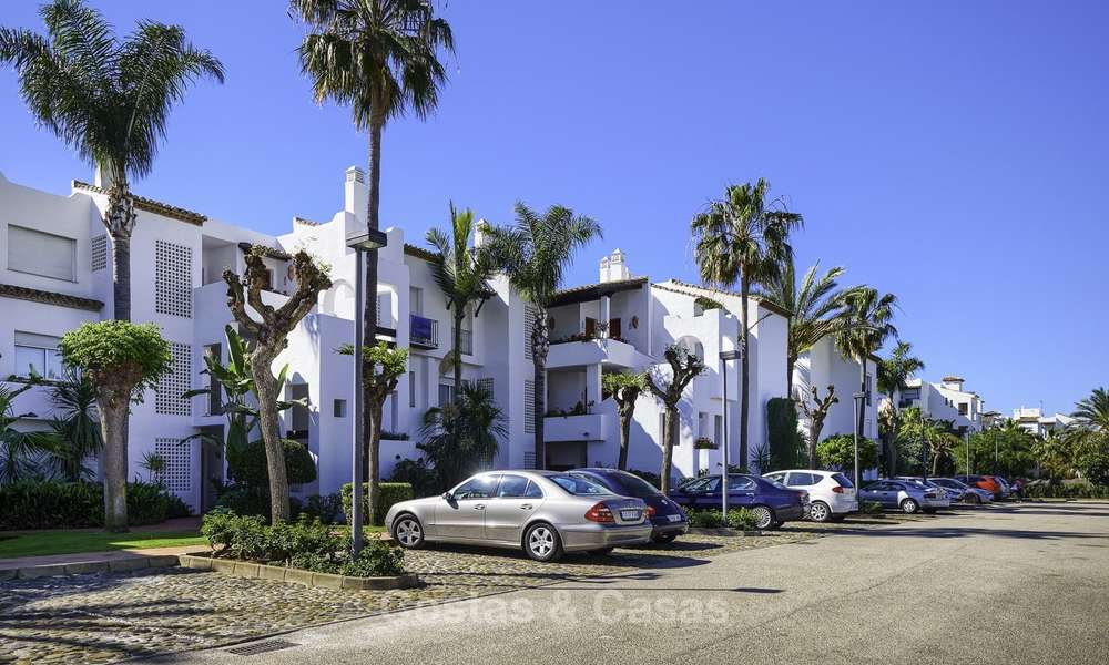 Modern, fully renovated apartment in a beachside complex for sale, New Golden Mile, between Marbella and Estepona 12237