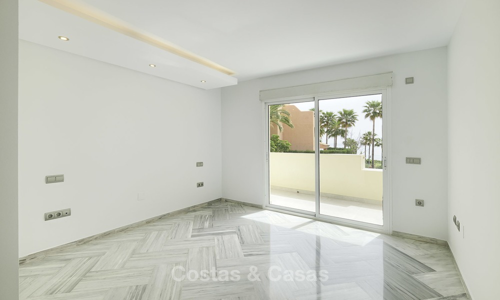 Fully renovated townhouse in beachfront complex for sale, with sea views and direct access to the beach, between Estepona and Marbella 12165