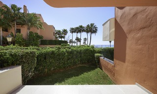 Fully renovated townhouse in beachfront complex for sale, with sea views and direct access to the beach, between Estepona and Marbella 12169