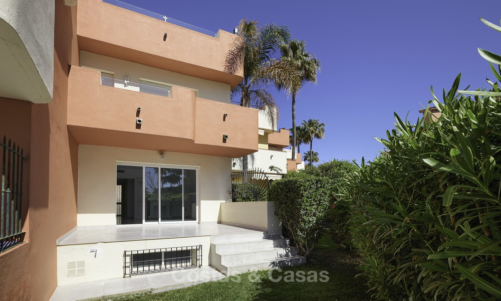 Fully renovated townhouse in beachfront complex for sale, with sea views and direct access to the beach, between Estepona and Marbella 12171
