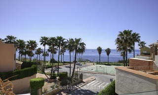 Fully renovated townhouse in beachfront complex for sale, with sea views and direct access to the beach, between Estepona and Marbella 12176