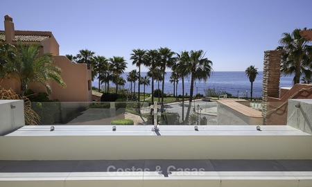 Fully renovated townhouse in beachfront complex for sale, with sea views and direct access to the beach, between Estepona and Marbella 12177