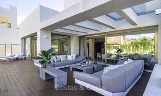 Exquisite, high-end modern luxury villa for sale, ready to move in, beachside Golden Mile, Marbella 12414
