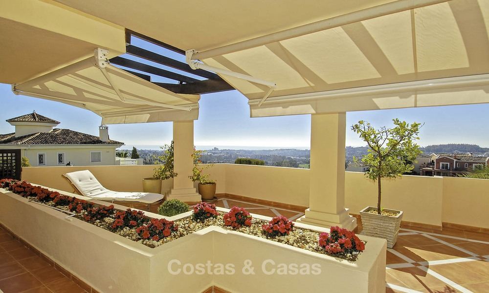Spacious luxury apartments and penthouses with sea view for sale in Nueva Andalucia, Marbella 12760