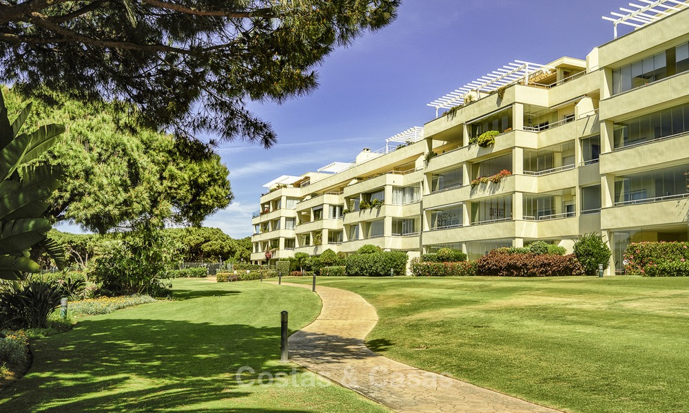 Nice frontline beach apartment with outstanding sea views for sale in a high standard complex, Cabopino, Marbella 12981