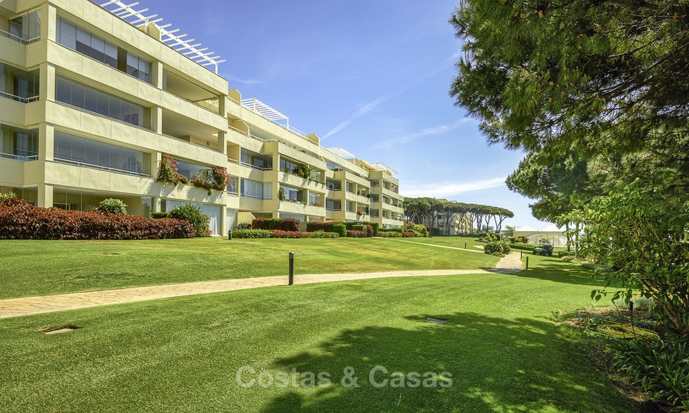 Nice frontline beach apartment with outstanding sea views for sale in a high standard complex, Cabopino, Marbella 12983
