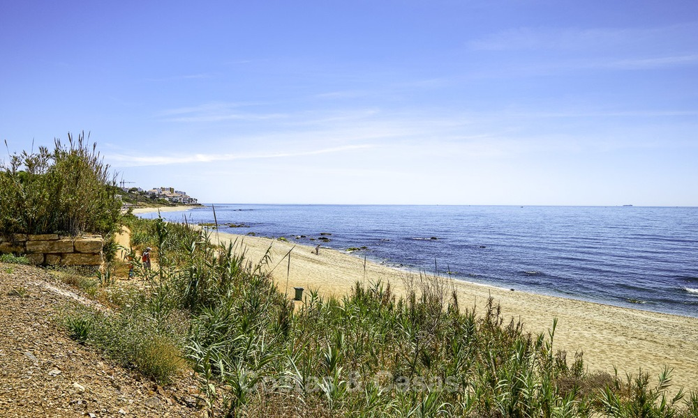 Nice frontline beach apartment with outstanding sea views for sale in a high standard complex, Cabopino, Marbella 13014