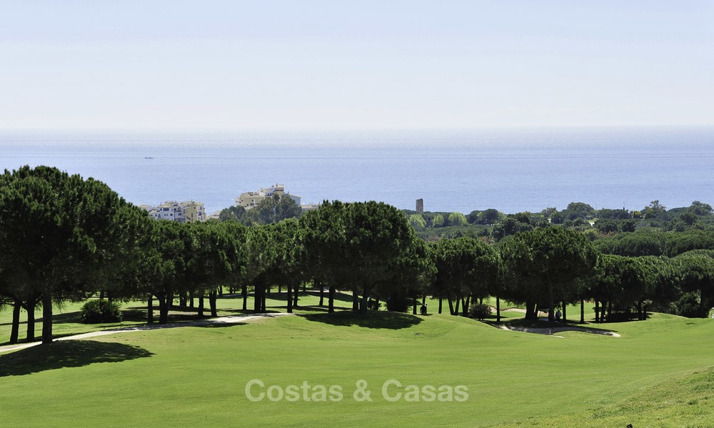Nice frontline beach apartment with outstanding sea views for sale in a high standard complex, Cabopino, Marbella 13192