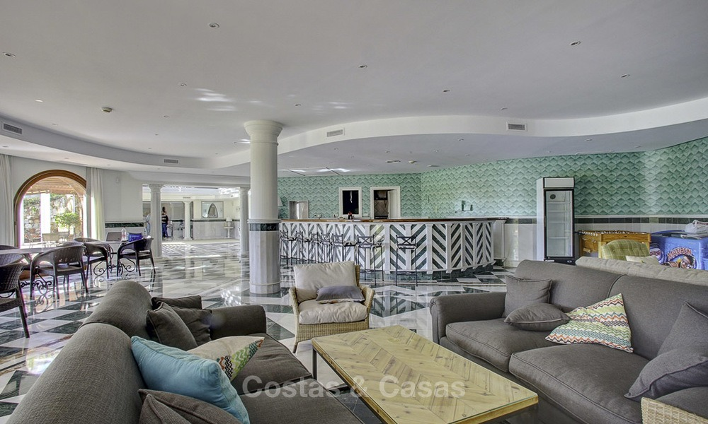 Spacious apartment with panoramic sea views for sale, in a prestigious complex on the Golden Mile, Marbella 13190