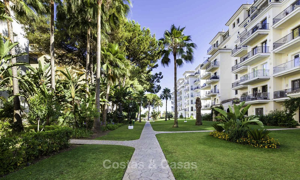 Attractive penthouse apartment with amazing sea views in a frontline beach complex for sale, Puerto Banus, Marbella 13233