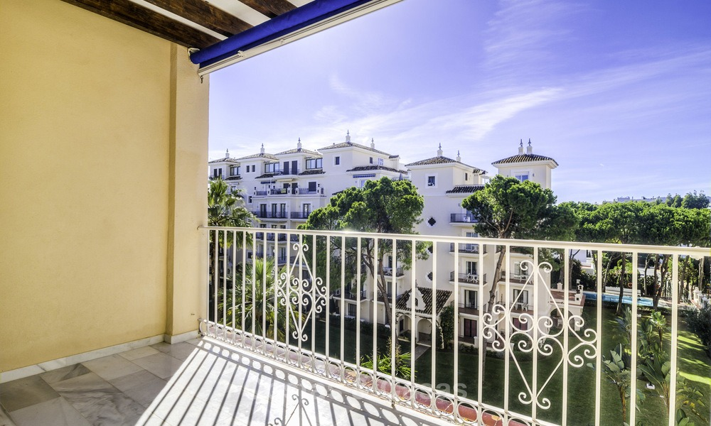 Attractive penthouse apartment with amazing sea views in a frontline beach complex for sale, Puerto Banus, Marbella 13252
