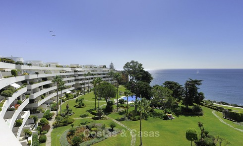 Frontline beach, exceptional corner penthouse apartment for sale with amazing sea views and private pool, New Golden Mile, Marbella - Estepona 13334