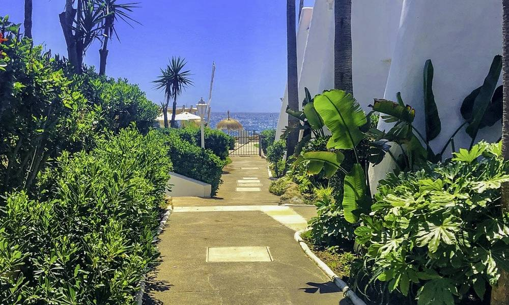 Opportunity: Marvellous frontline beach townhouse with beautiful sea views for sale on the prestigious Golden Mile, Marbella 13703