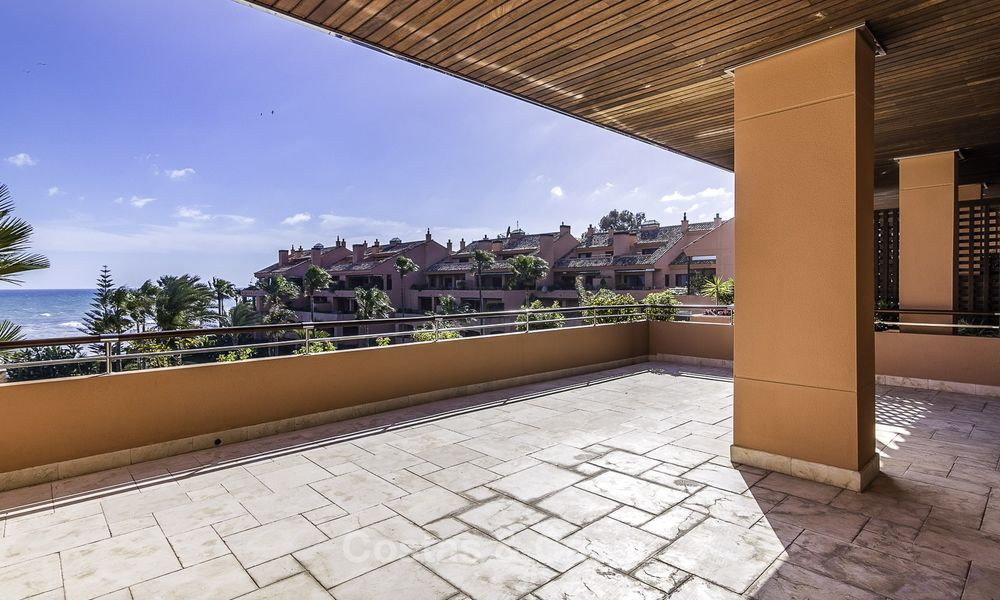 Exceptional luxury beachfront penthouse apartment for sale in a prestigious complex, Puerto Banus, Marbella 13906