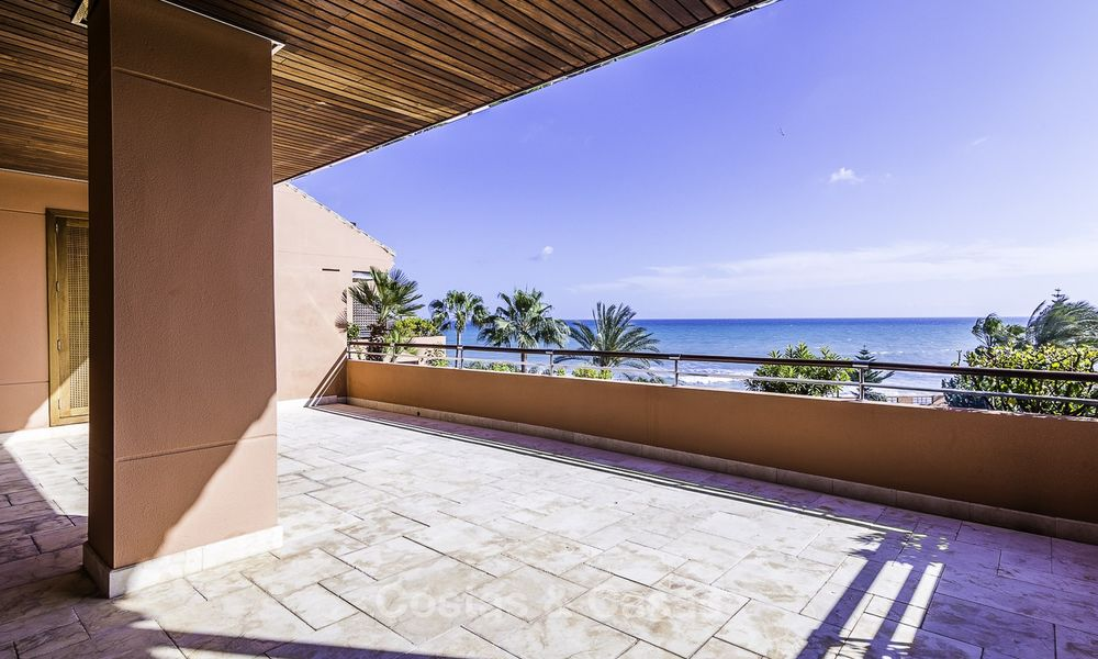 Exceptional luxury beachfront penthouse apartment for sale in a prestigious complex, Puerto Banus, Marbella 13907