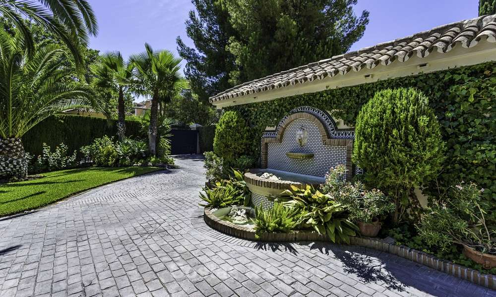 Charming renovated Mediterranean style villa with sea views on a large plot for sale in Benahavis - Marbella 14128