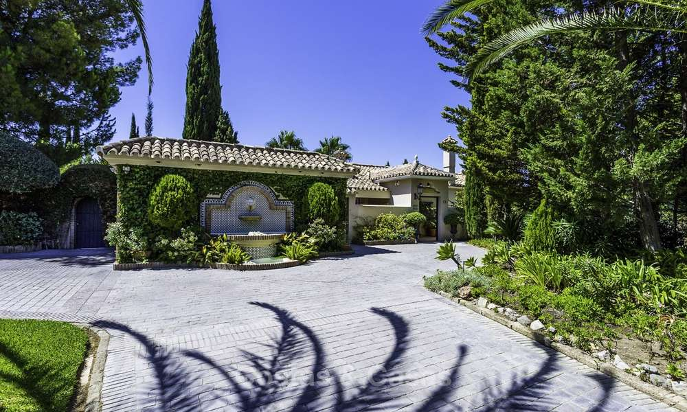 Charming renovated Mediterranean style villa with sea views on a large plot for sale in Benahavis - Marbella 14129