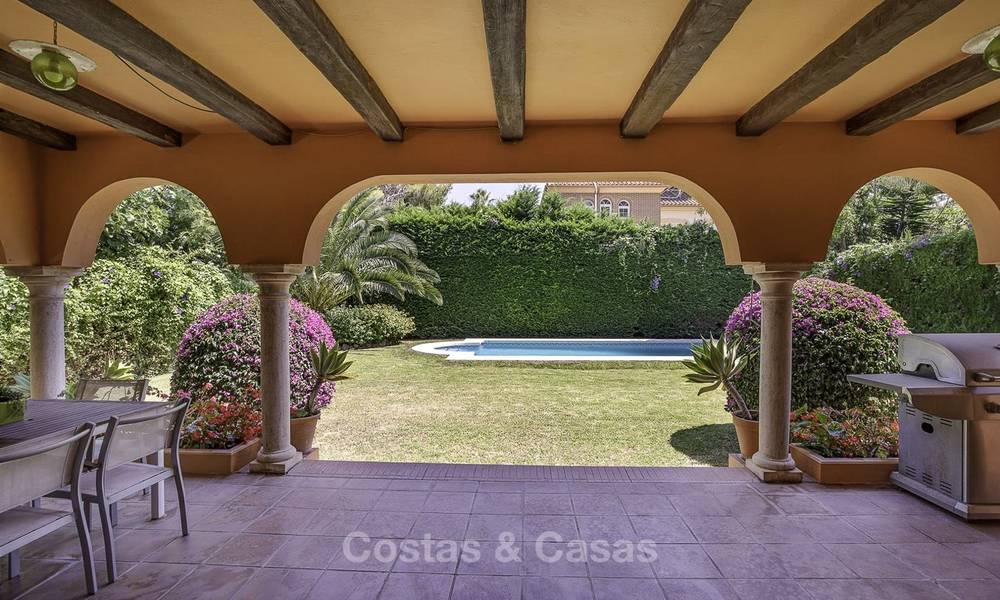 Cosy Mediterranean style villa for sale, walking distance to the beach, in a prestigious urbanisation, between Estepona and Marbella 14438