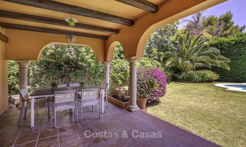 Cosy Mediterranean style villa for sale, walking distance to the beach, in a prestigious urbanisation, between Estepona and Marbella 14439