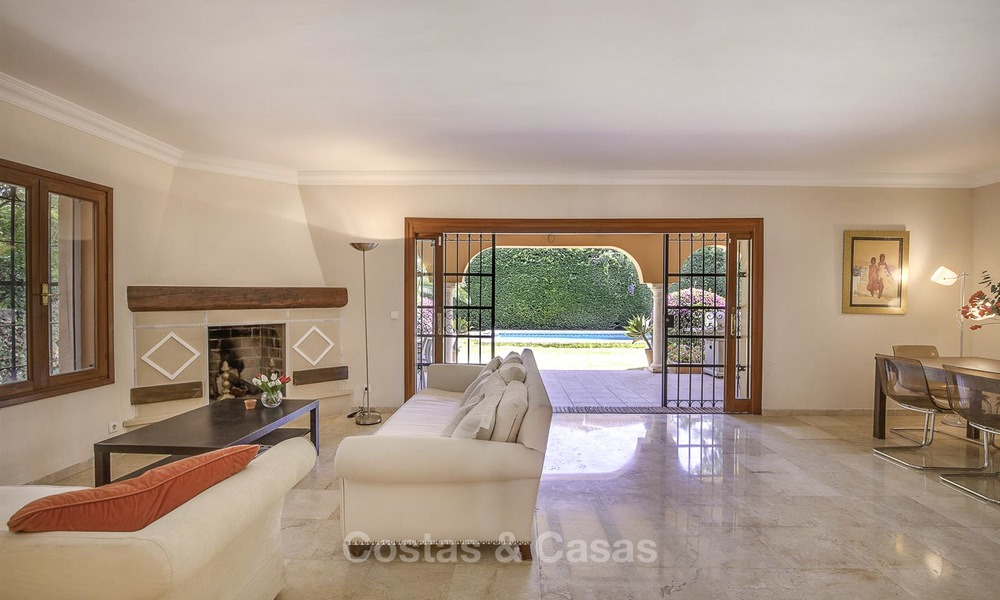 Cosy Mediterranean style villa for sale, walking distance to the beach, in a prestigious urbanisation, between Estepona and Marbella 14441