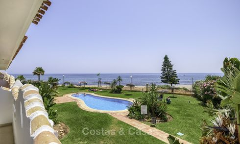 Fully renovated beachfront apartment with panoramic sea views for sale, Mijas Costa 14662