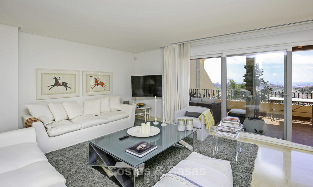 Spacious penthouse apartment with stunning sea views for sale in luxury complex in the Golf Valley, Nueva Andalucia, Marbella 17467