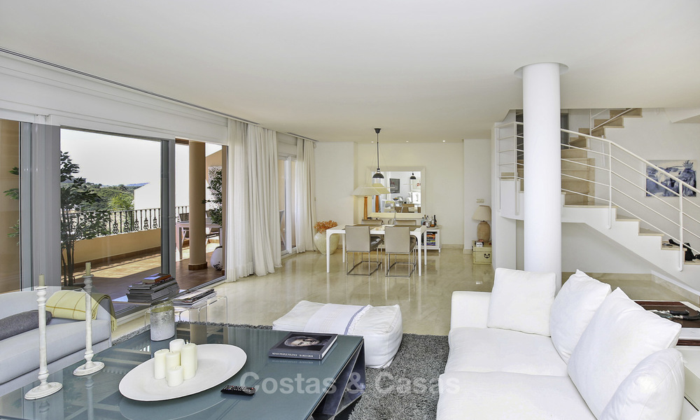 Spacious penthouse apartment with stunning sea views for sale in luxury complex in the Golf Valley, Nueva Andalucia, Marbella 17478