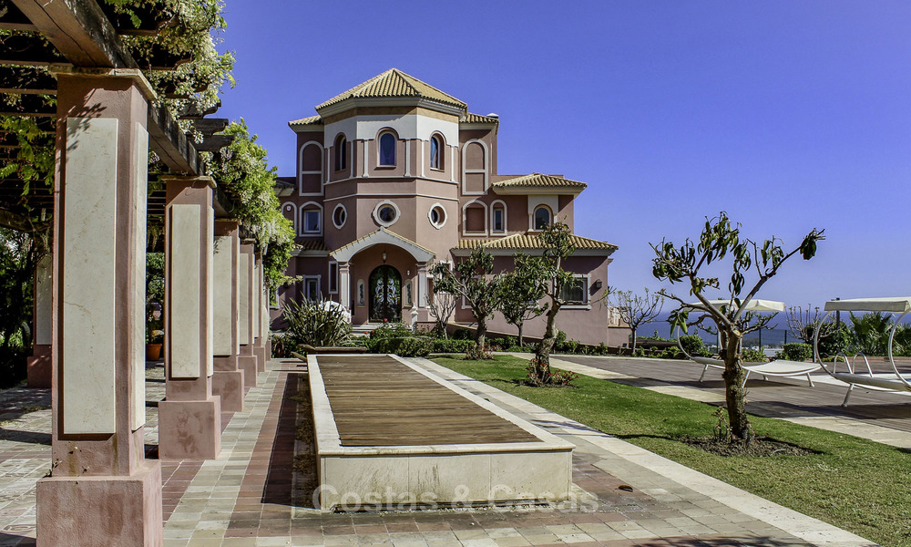 Andalusian luxury villa for sale in golf resort in ...