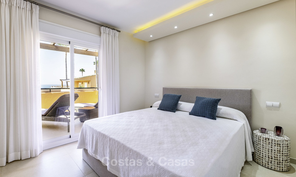 Spacious, fully renovated beachfront townhouse for sale in Estepona. Direct access to the beach and the beach promenade via the communal gardens. 15159