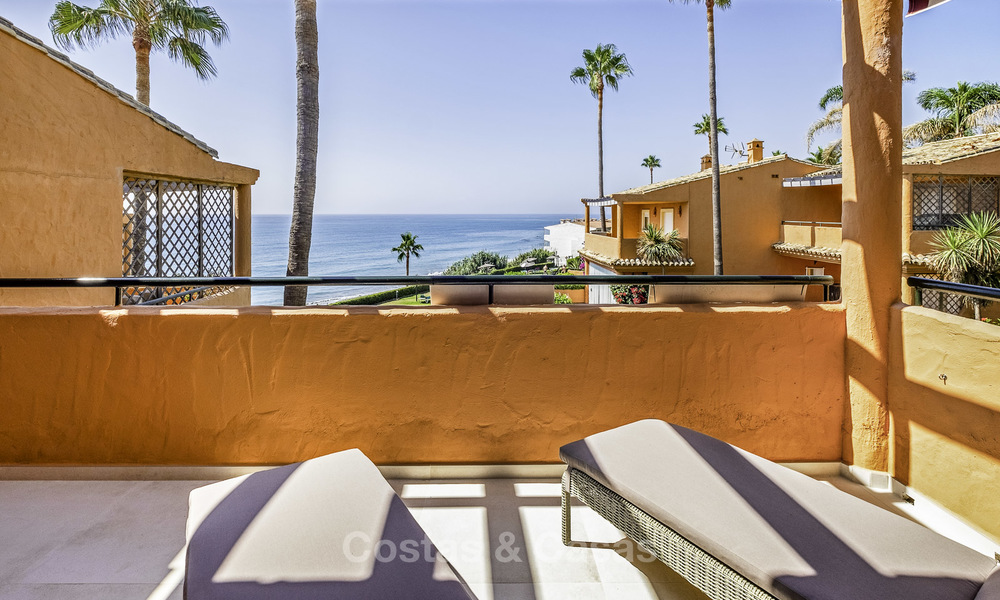 Spacious, fully renovated beachfront townhouse for sale in Estepona. Direct access to the beach and the beach promenade via the communal gardens. 15161