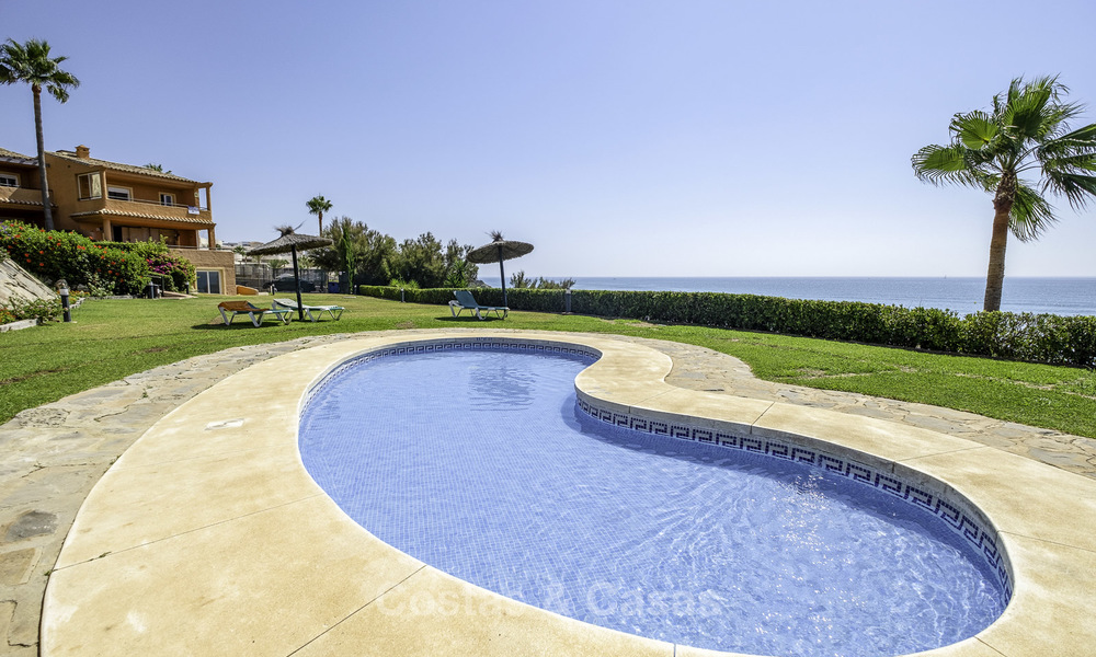 Spacious, fully renovated beachfront townhouse for sale in Estepona. Direct access to the beach and the beach promenade via the communal gardens. 15170