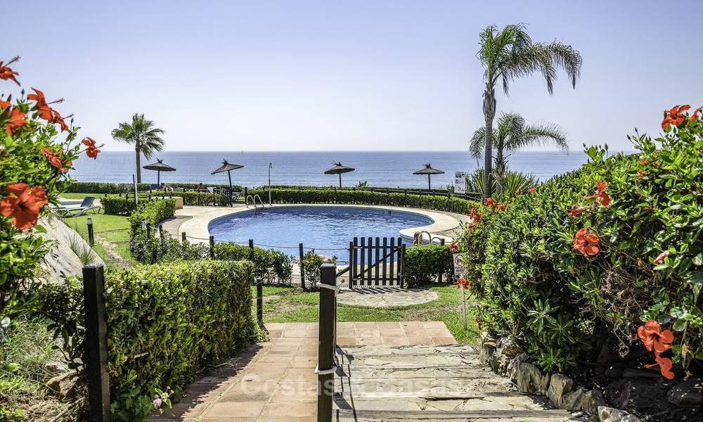 Spacious, fully renovated beachfront townhouse for sale in Estepona. Direct access to the beach and the beach promenade via the communal gardens. 15171
