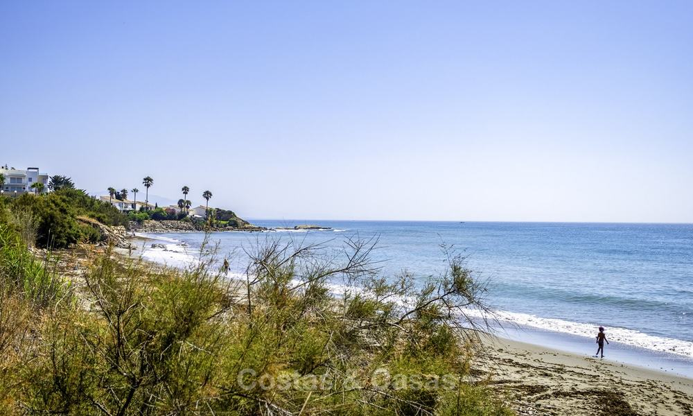 Spacious, fully renovated beachfront townhouse for sale in Estepona. Direct access to the beach and the beach promenade via the communal gardens. 15173