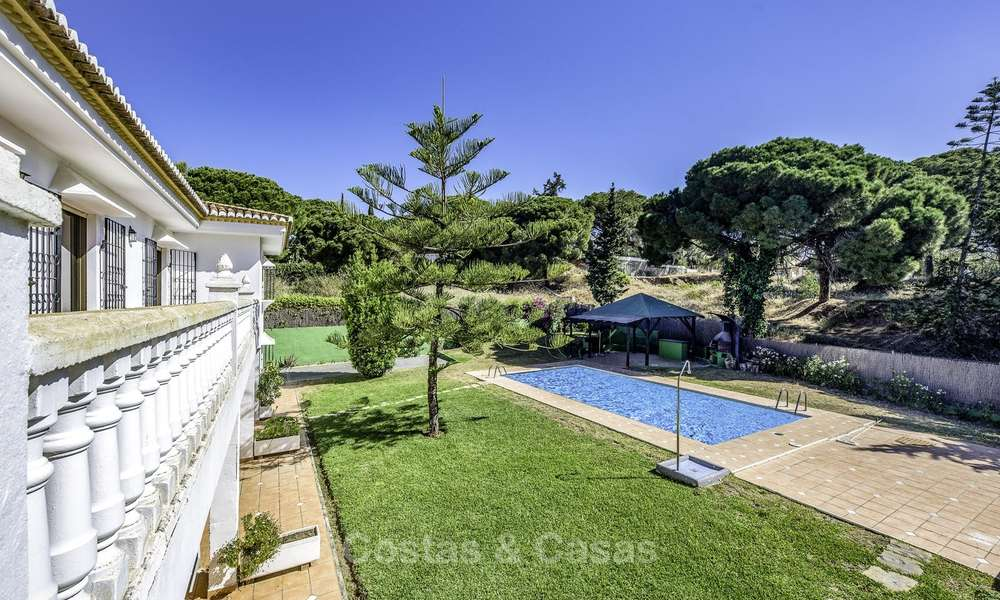 Spacious classical villa with excellent potential for sale in a quiet area of Elviria in East Marbella 15186