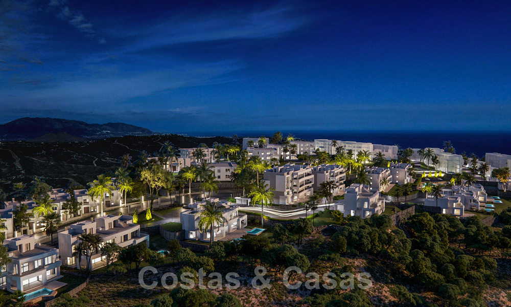 New deluxe contemporary townhouses for sale, front line golf, with stunning sea and golf views, East Marbella 22184