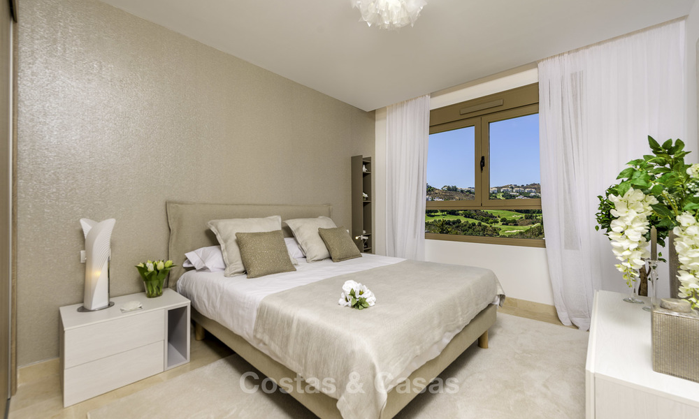 New, move-in ready, modern townhouses for sale on an acclaimed golf resort in Mijas, Costa del Sol. 10% discount! 15665