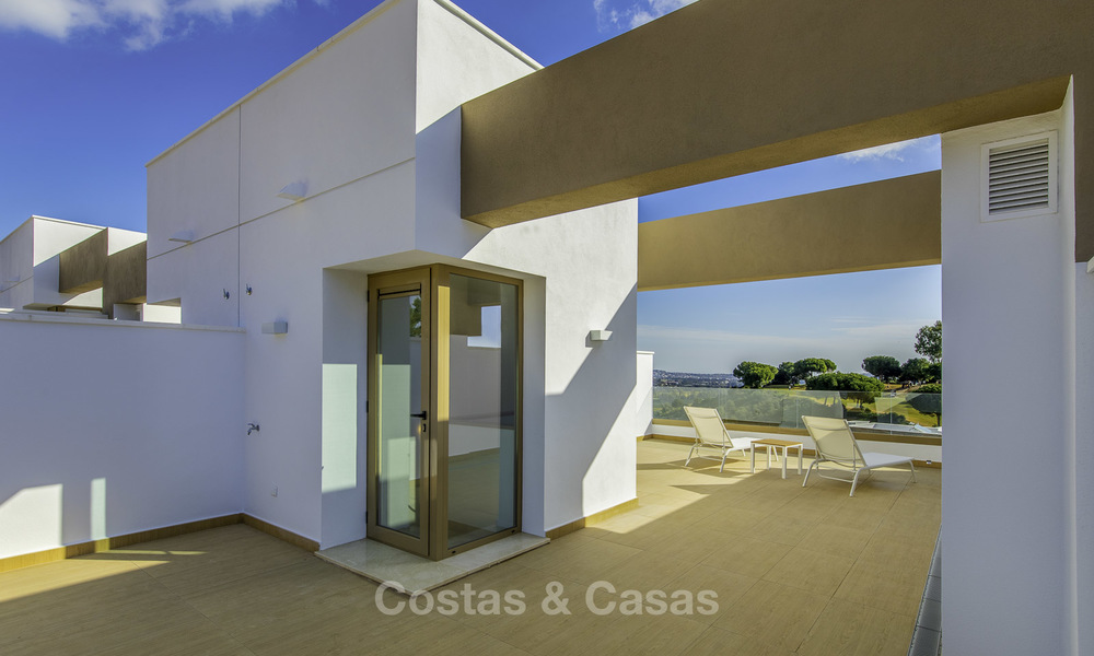 New, move-in ready, modern townhouses for sale on an acclaimed golf resort in Mijas, Costa del Sol. 10% discount! 15679