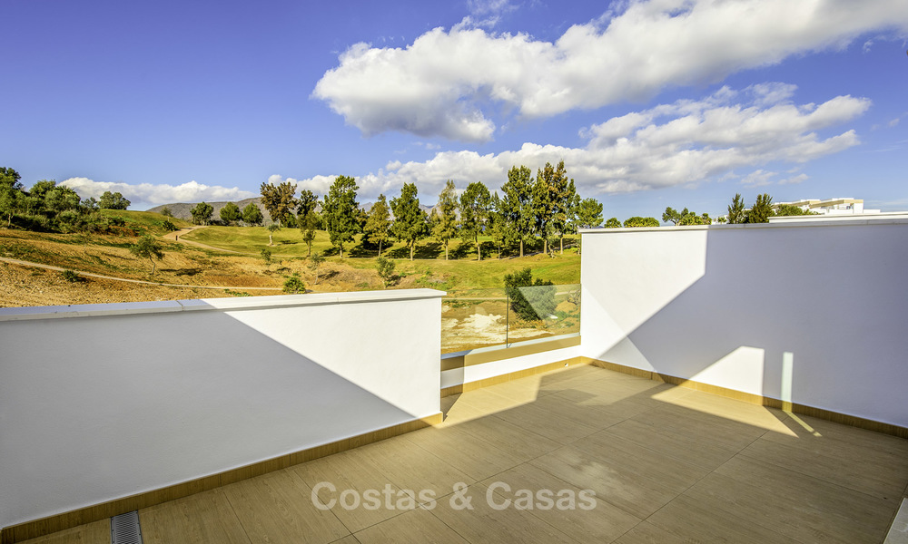 New, move-in ready, modern townhouses for sale on an acclaimed golf resort in Mijas, Costa del Sol. 10% discount! 15680