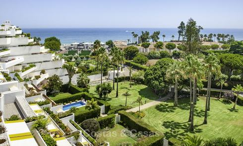 Penthouse with private pool and panoramic sea, golf and mountain views in a beachfront complex for sale in Guadalmina Baja, Marbella 16003