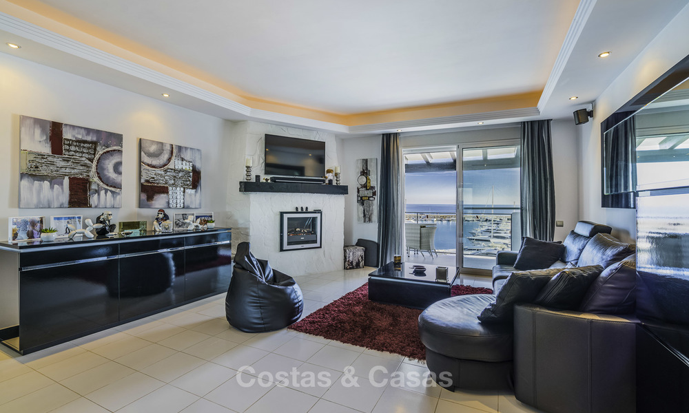 Hip, fully furnished and modernized penthouse apartment for sale, first line in the marina of Puerto Banus, Marbella 16341