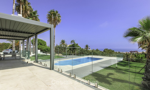 New modern-Mediterranean detached villa with sea views for sale, walking distance to marina and beach, Estepona 16538
