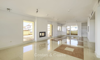 Rare, very spacious 5-bed penthouse apartmentwith sea and mountain views for sale on the Golden Mile in Marbella 16540